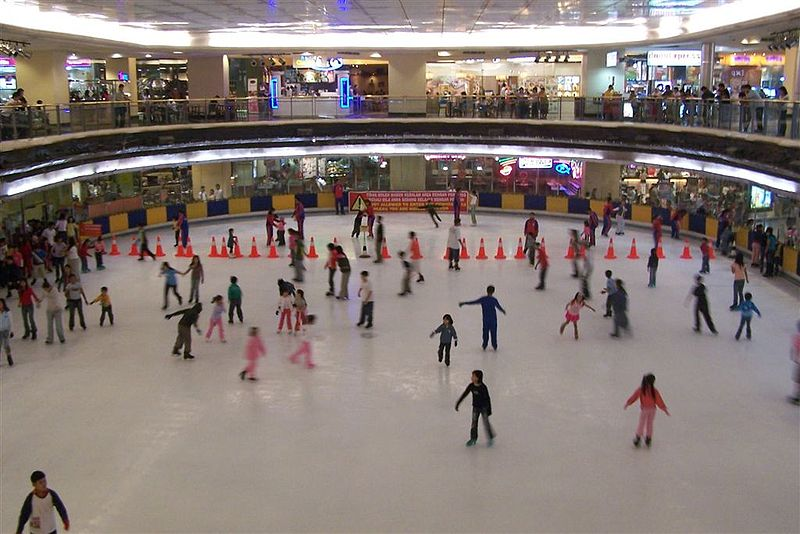 The ice rink in Jakarta's Mall Taman Anggrek. Image from Wikimedia Commons.