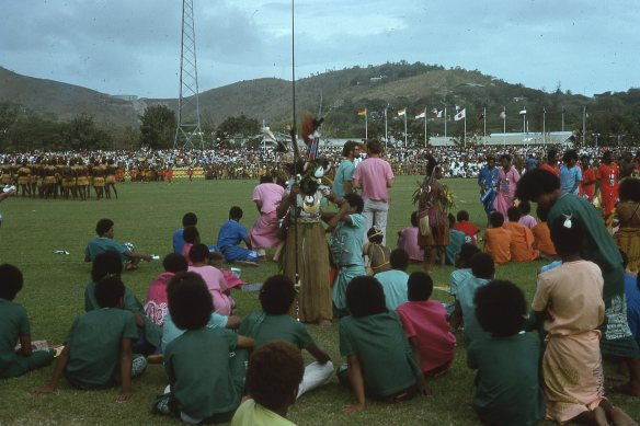 As with any celebration, there was a certain amount of waiting around on 15 Swept 1975. The high school kids were in colourful costumes and some were wearing traditional dress.