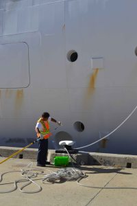 547 painting the ship