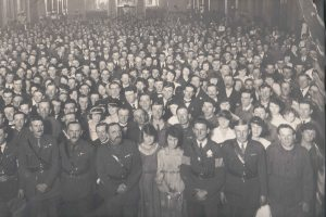 This photo was taken in the Sydney Town Hall near the end of the war. Les and Norah are among the crowd.