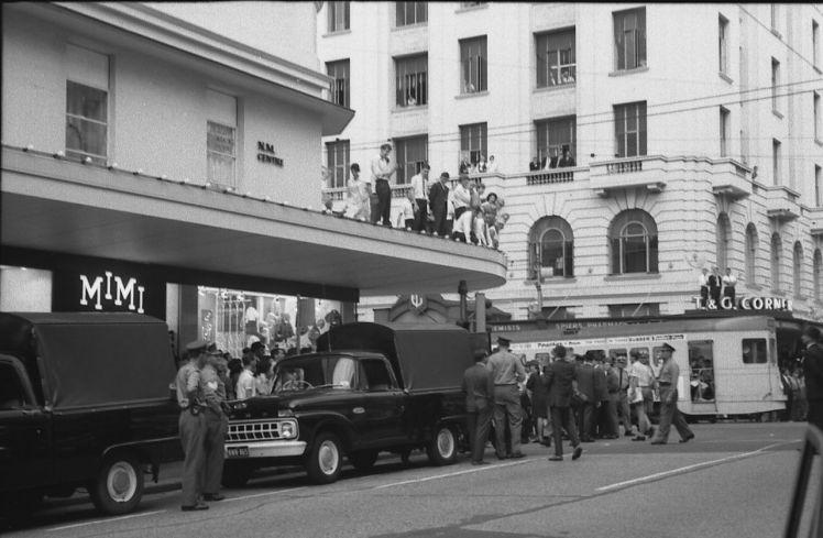 Garner, Grahame Onlookers on buildings during the Youth Campaign against Conscription, Brisbane, Australia. Garner, Grahame, 1966-03-24.