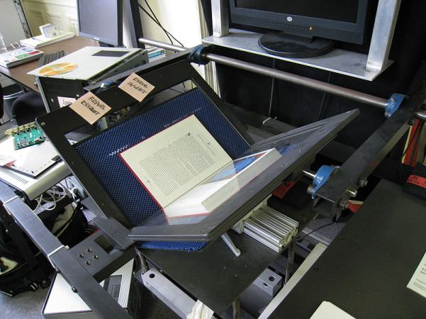 800px-Internet_Archive_book_scanner_1
