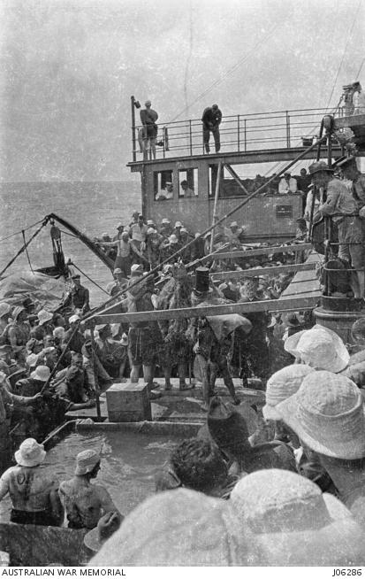 J06286 Port Sydney Crossing the line