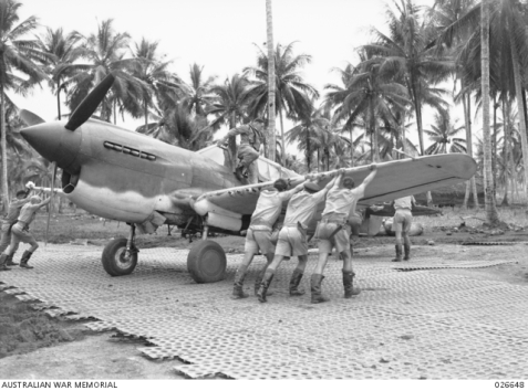 Plane Milne Bay fighting 026648