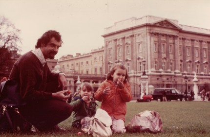 Peter and girls at Buck Palace