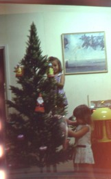 Xmas tree decorating 1976