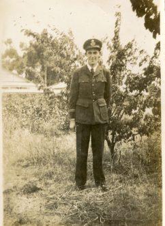 125 Les Cass RAAF uniform