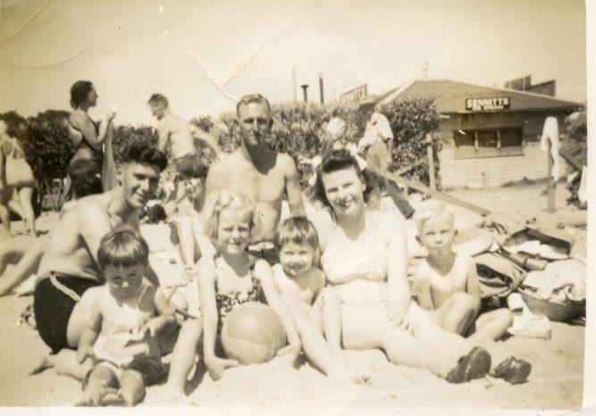 134 Cass Thompson families at beach